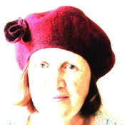 felted-beret-decorated-with-silk-fibres