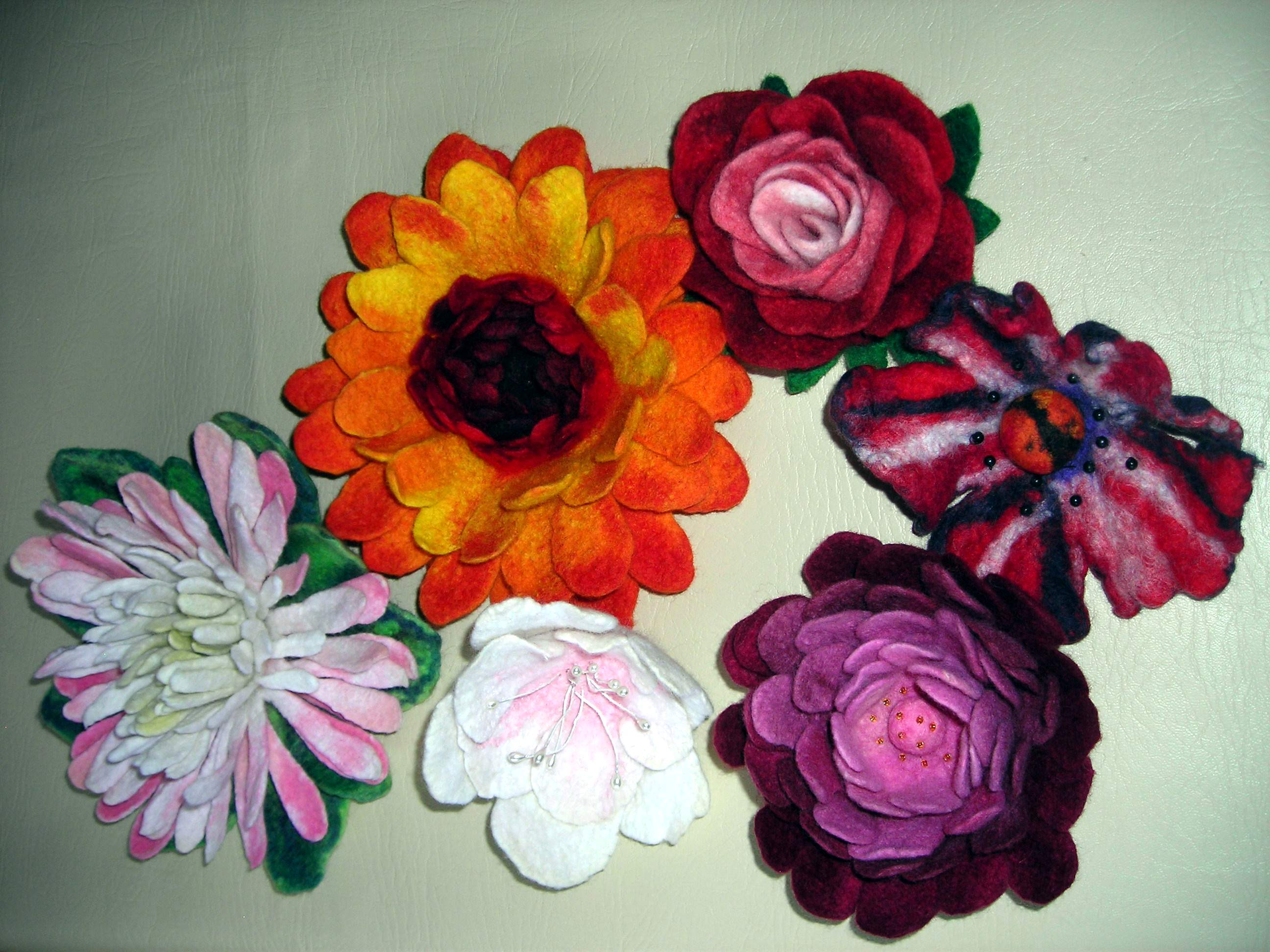 Handfelted flowers