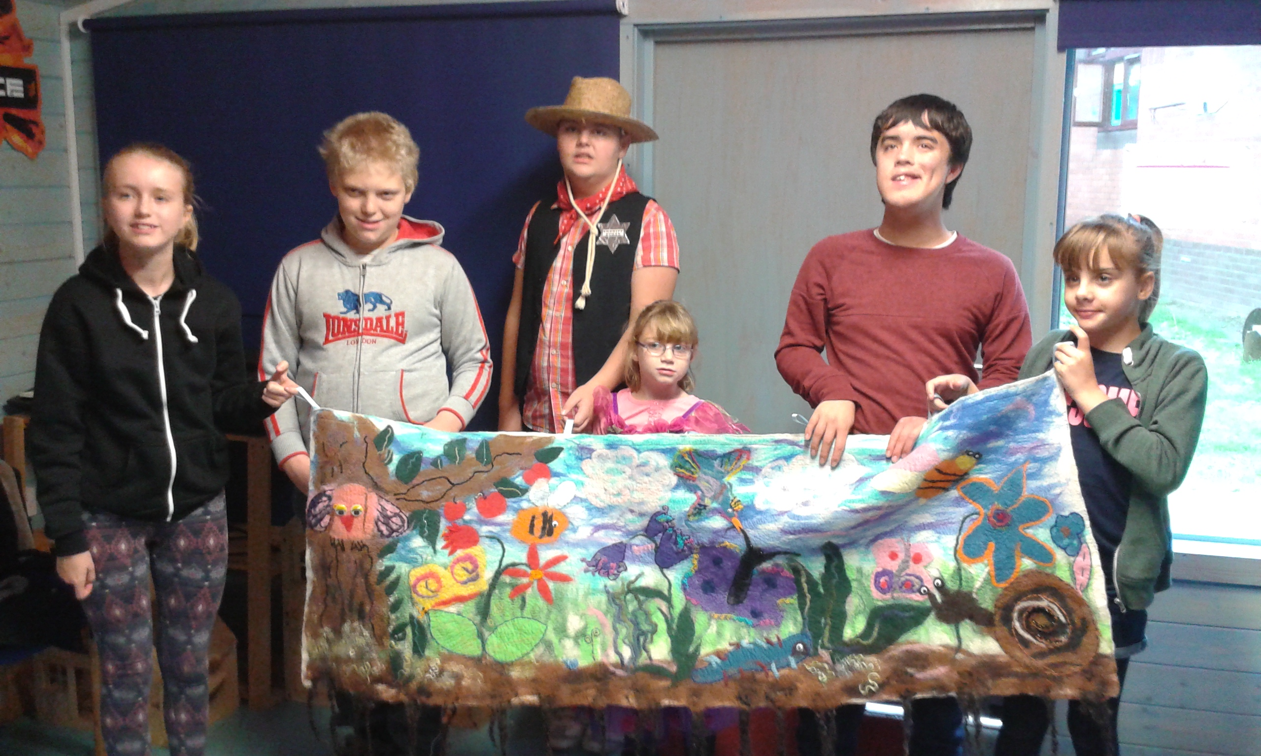 Wall hanging presented to new hope hospital (1)