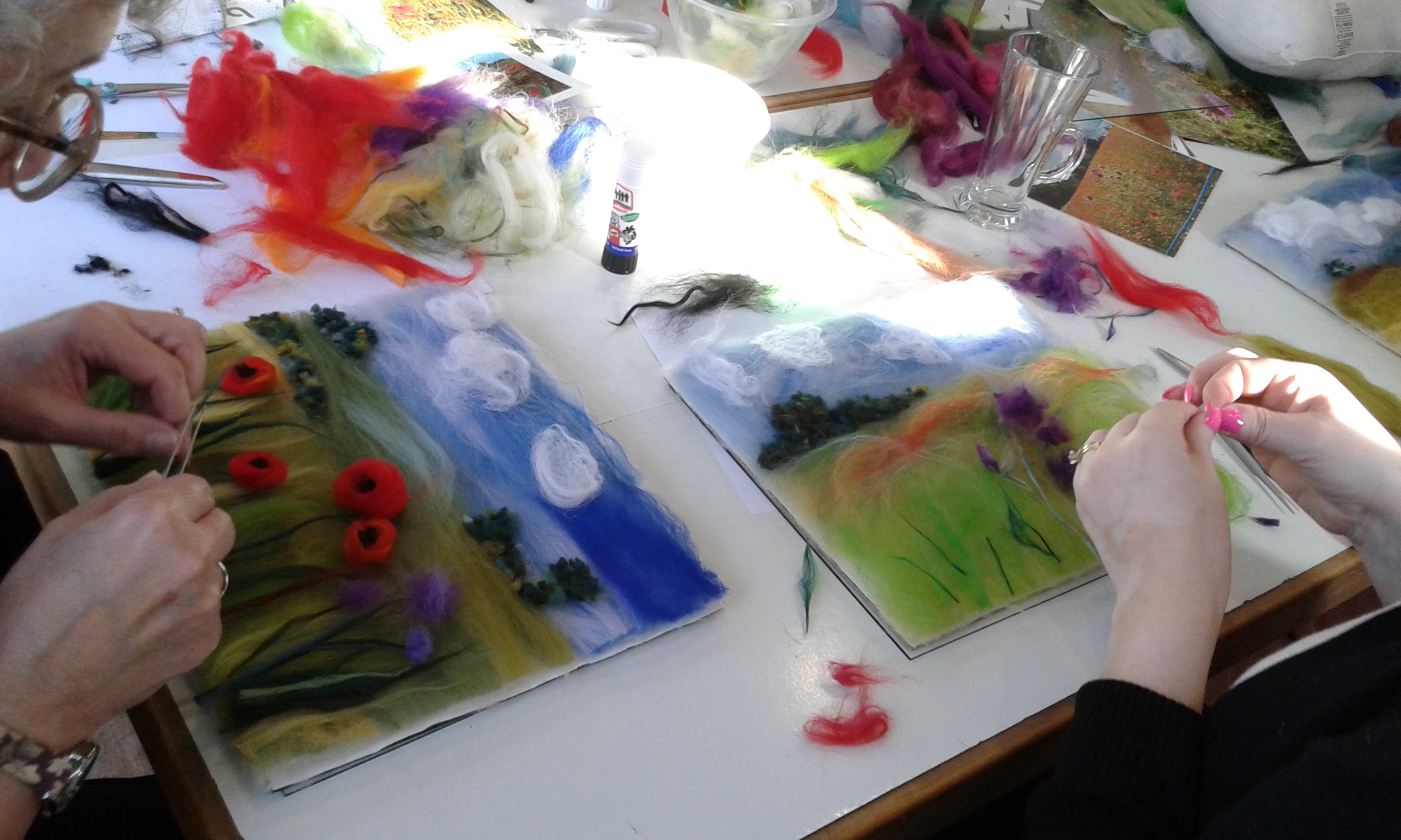 Working with wool fibres at the wool painting workshop at Bevere Gallery