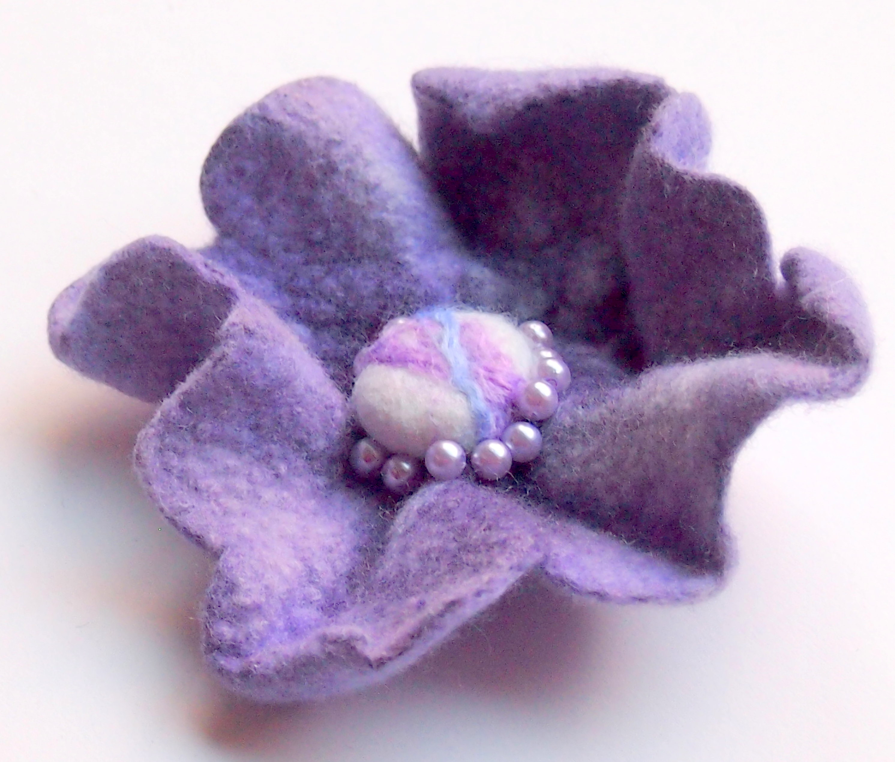 Handmade felted lilac brooch course